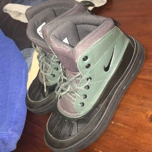 Nike acg kids boots sz 7y condition 9/10